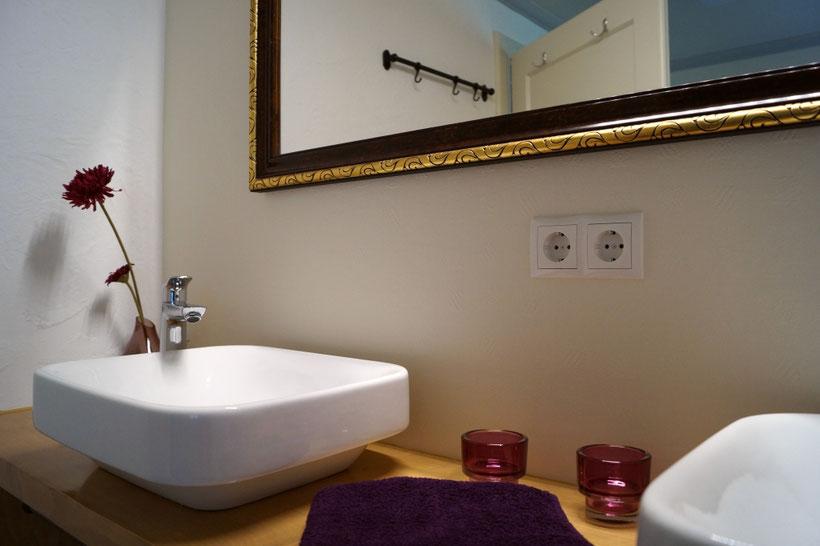 Hütten Urlaub mit Familie in Tirol - Ferienhaus Glemmtaler Hütte Thiersee - neu saniertes Badezimmer