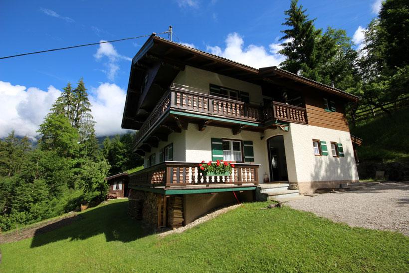 Ferienhaus - Alm - Hütte in den Bergen in Thiersee / Tirol mit Aussicht auf das Schönfeld