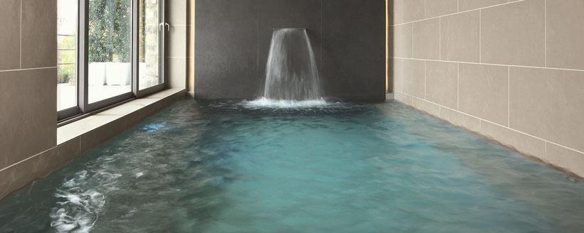 Schwimmbeckenverkleidung mit Fliesen der Serie ZERO.3 von Panaria Ceramica