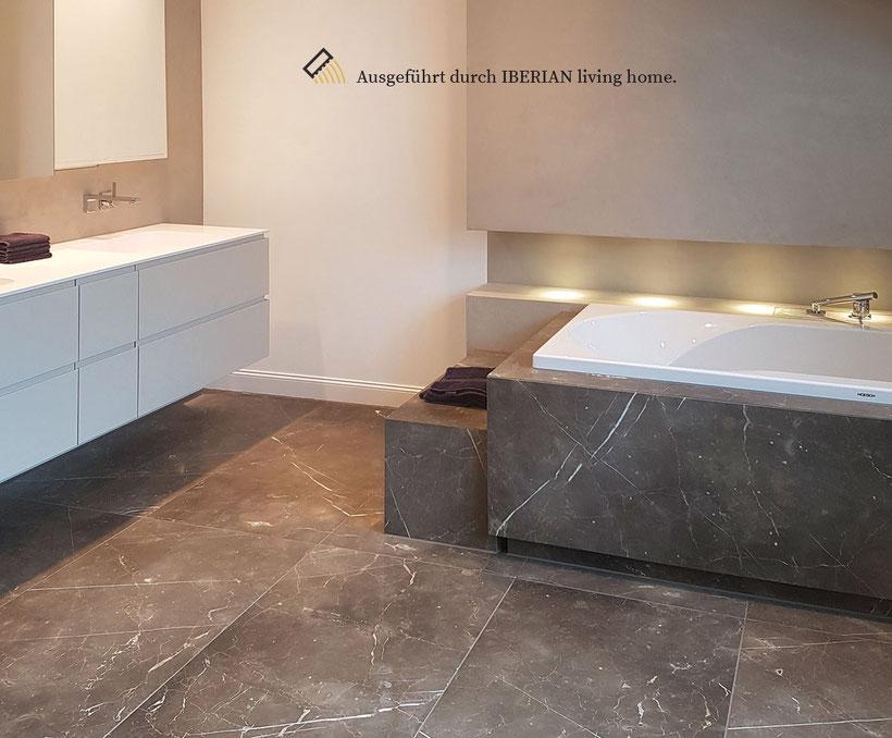 Badezimmer in Naturstein ausgeführt von IBERIAN living home
