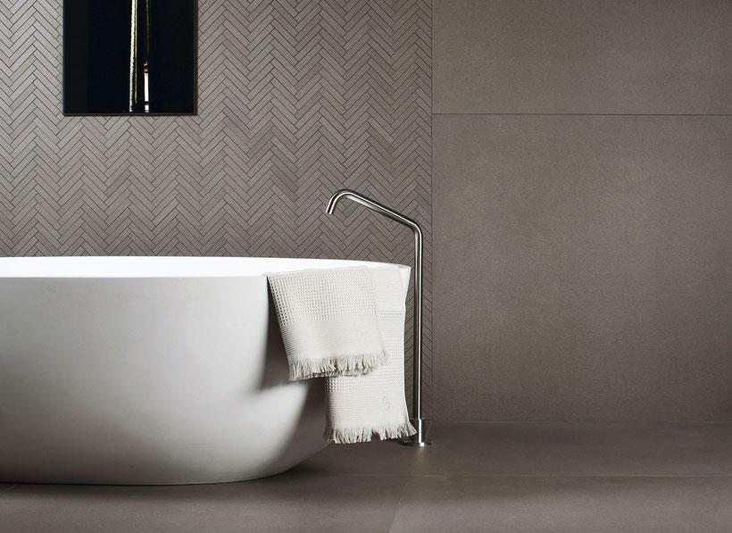 Badezimmer mit Feinsteinzeug von IBERIAN living home