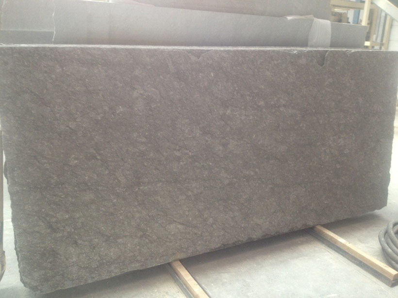 Flamed slab in 2cm thickness