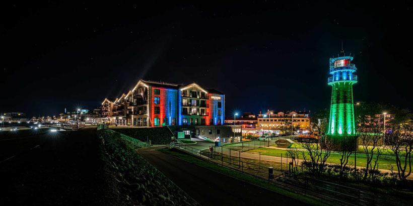 Fotograf in Büsum beim Lichterfest, Lighthouse Hotel, Hafen, Leuchtturm Büsum
