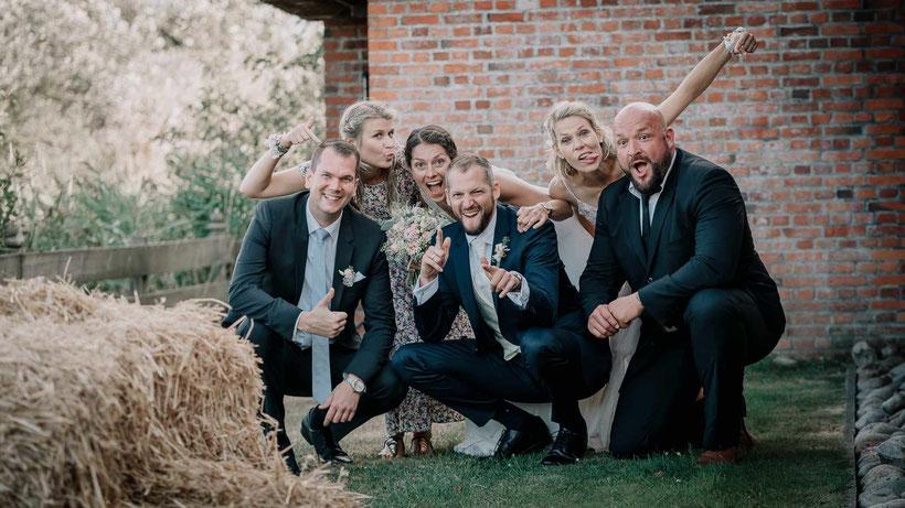lustige hochzeitsbilder, fotograf hochzeit, gruppenbild, hochzeitsfoto, brautpaar, weddingphoto, fotograf westerhever