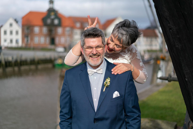 fotograf tönning, hochzeitsfotos tönning, tönninger hafen, historischer hafen, heiraten in tönning