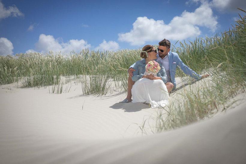 hochzeitsbilder am strand, brautpaar, fotograf st. peter-ording, hochzeitsfotograf sankt peter-ording, dünen, strand, nordsee