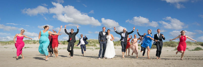 hochzeitsgäste, strandhochzeit, heiraten in st. peter-ording, fotograf hochzeit, fotograf st. peter-ording, gruppenbild, hochzeitsbilder am strand, dünen, nordsee