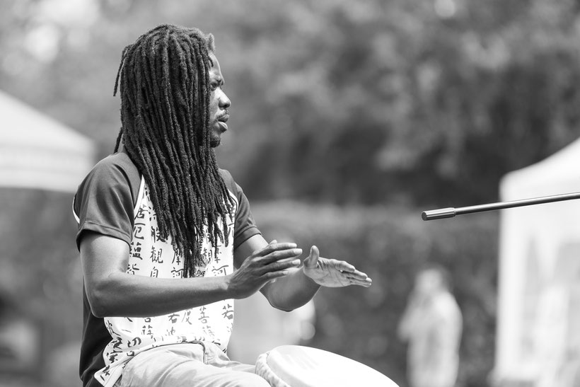 "Interkulturelles Fest Schwetzingen mit der Trommelgruppe ""Fischlabor"" afrikanische Songs Bild: Theo Stadtmüller"