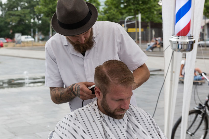 Freiluftbarbier Barbier Bild Theo Stadtmüller
