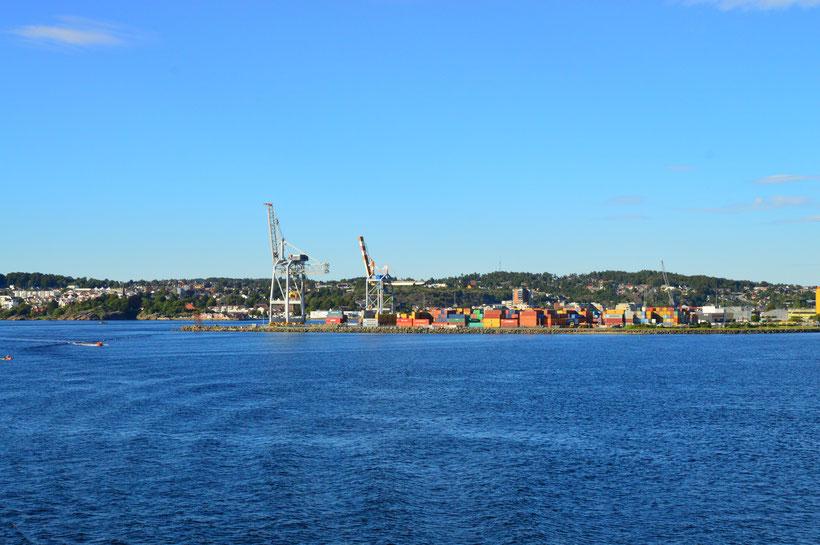 Abfahrt vom Hafen aus Larvik, Norwegen