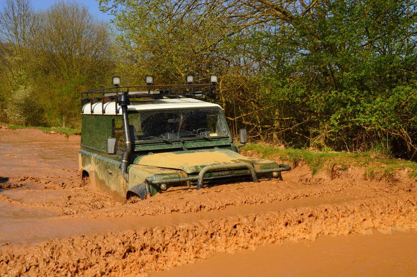 Wasserdurchfahrt Land Rover Defender Freizeitpark Mammut