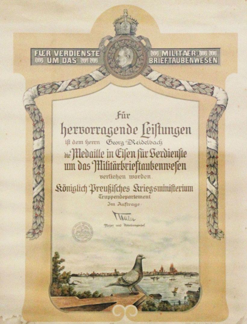 Urkunde zur Medaille in Eisen für Verdienste um das Militärbrieftaubenwesen, verliehen durch das Königlich Preußische Kriegsministerium
