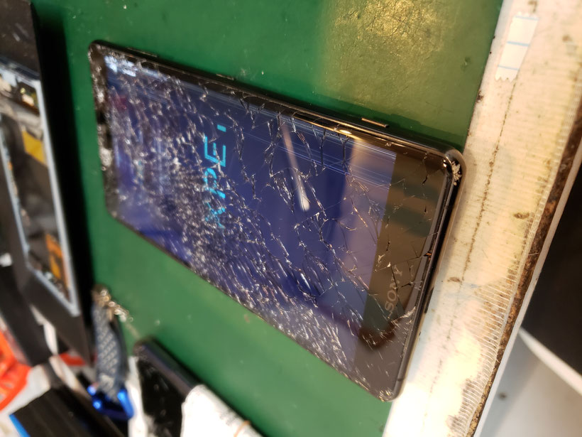 エクスペリアXZ3画面破損した写真