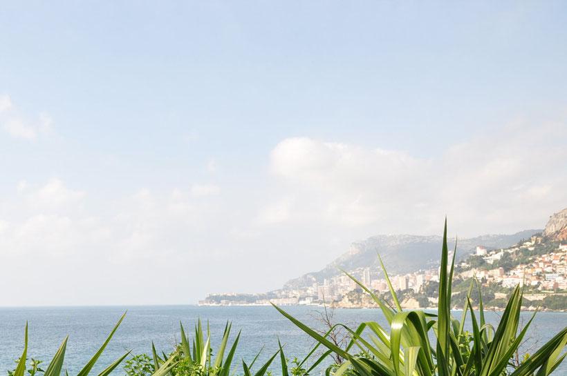 キャバノン敷地から見える海とモナコの街