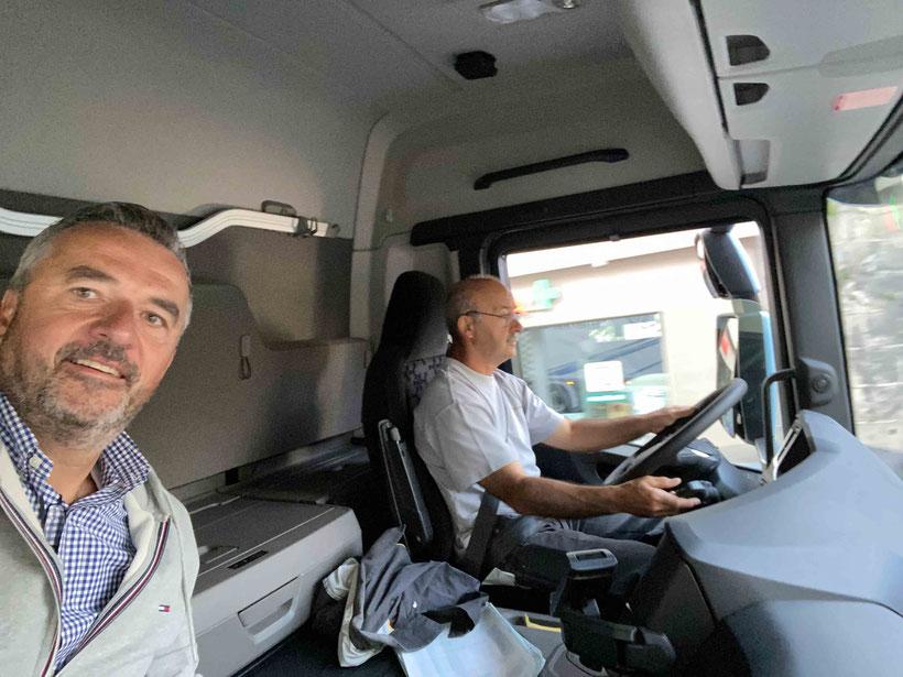 Scania Verkaufsberater Dany Minder unterwegs mit Albino Travaso in Payerne