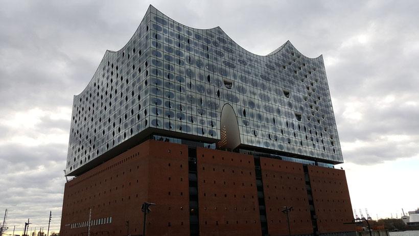 """Die Elbphilharmonie """"Elphi"""" in Hamburg in der Hafencity"""