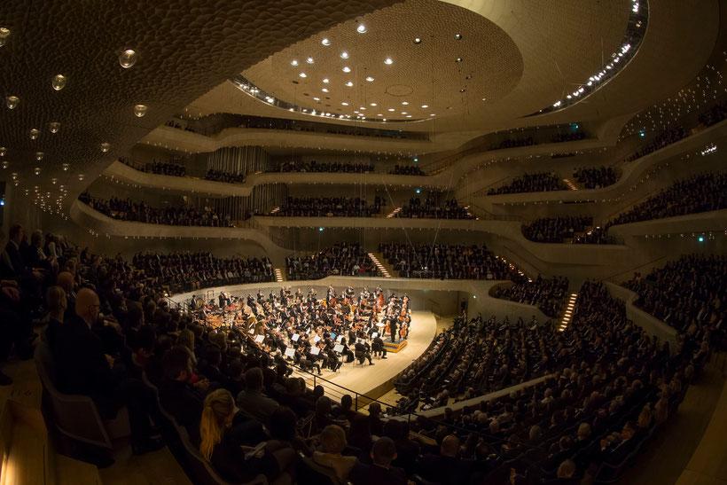 Das Chicago Symphony Orchestra dirigiert von Riccardo Muti im Großen Saal der Elbphilharmonie Hamburg /  © Todd Rosenberg Photography