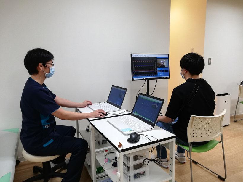 筋電図バイオフィードバックリハビリテーションでは、dysponesisという不随意筋収縮を測定し、治療します。