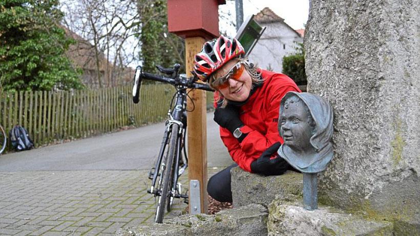 Ein Brunnen mit einem Kinderkopf steht in Kneitlingen. Foto: Kai-Uwe Ruf