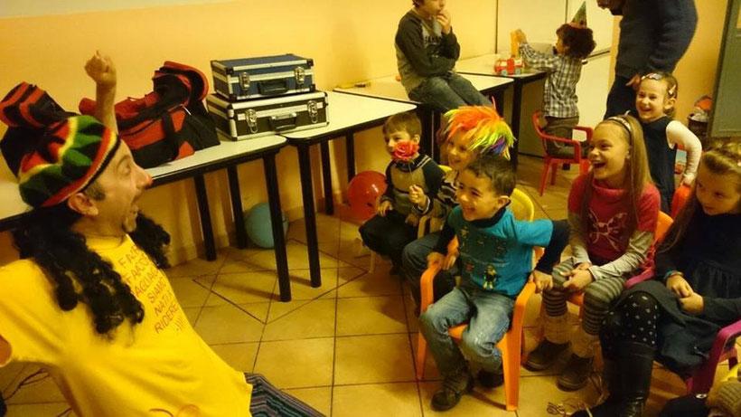 fabiccio pagliaccio animazione per feste spettacoli comici feste di paese matrimoni lucca viareggio pisa livorno grosseto pistoia firenze prato empoli massa carrara arezzo magie burattini clown bolle di sapone trucca bimbi mangiafuoco giocolieri trampolie
