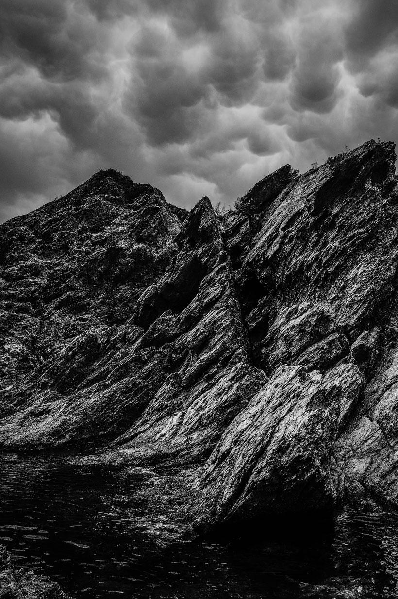 mamatus rocher bord de mer