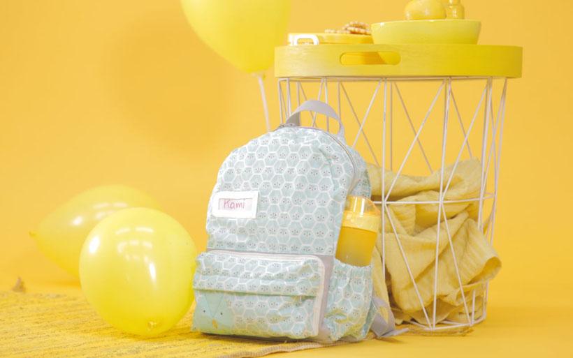 #KinderrucksackKami aus dem #DIYeuleBuch: Kinderrucksack nähen mit Schnittmuster und Videoanleitung. Die Nähanleitung zeigt Schritt für Schritt wie es geht. Der Rucksack für Kinder hat ein Hauptfach, ein Außenfach und Seitentaschen. DIY Eule