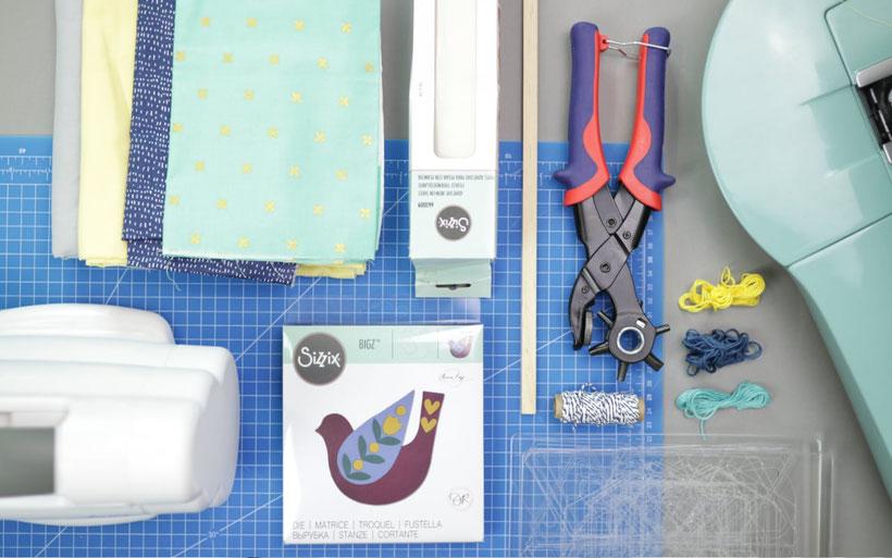 [Werbung] Wimpel nähen fürs Kinderzimmer mit Applikation – nähen mit der Big Shot. Nähanleitung von DIY Eule. Perfekte Dekoration fürs Babybett oder auch als Geschenk.
