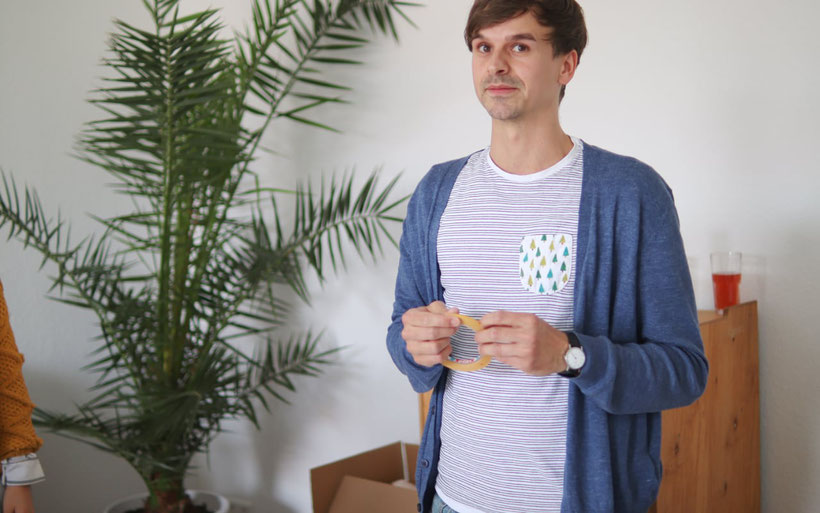 [Werbung] DIY Lampenschirm selber bauen mit Stoff Workshop von Etsy und Spoonflower. Wir haben einen Lampenschirm mit Baumwollstoffen selbst bezogen und ich fasse euch inkl. DIY Anleitung zusammen, wie es geht. DIY Eule Tobias mehrSchein