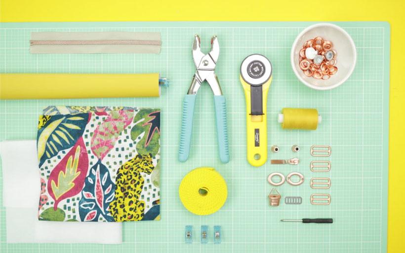 [Werbung] #RucksackRieke : Kleinen Rucksack nähen mit kostenlosem Schnittmuster. Mit Innentasche, Kordelzug, Ösen, Drehverschluss aus Kunstleder. Videoanleitung von DIY Eule. Material von Snaply. Kostenloses Schnittmuster im Snaply Magazin.