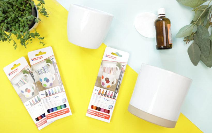 [Werbung] Geschenkidee zum Muttertag: DIY Blumentöpfe gestalten mit den edding Porzellan-Pinselstiften – Lama, Gesicht und Handlettering zum Muttertag. Anleitung von DIY Eule.