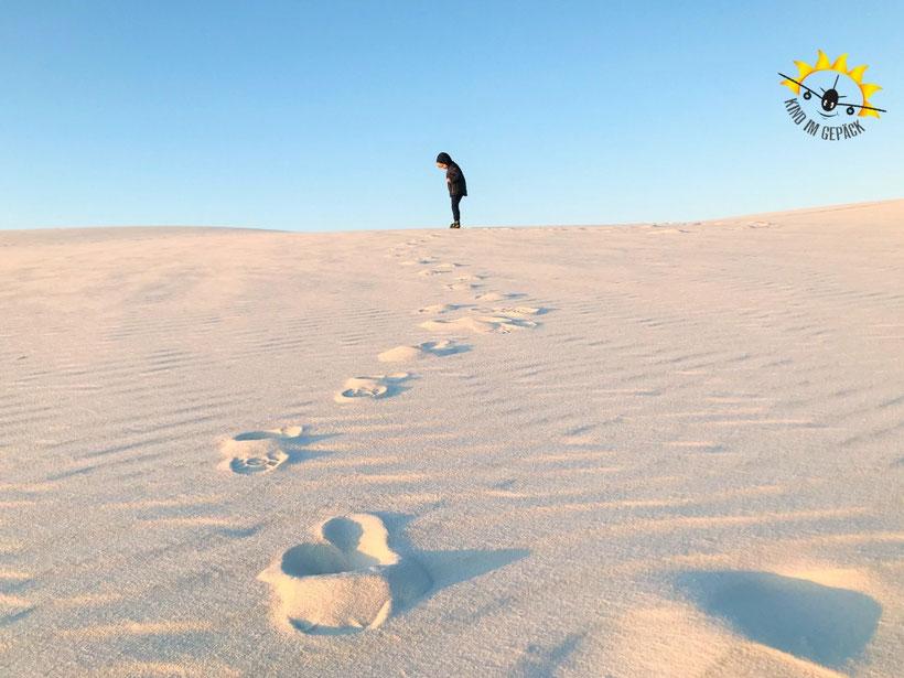 Bei kühlen Temperaturen mit Kind im White Sands National Monument.