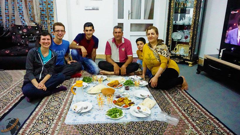 Gleich am ersten Tag in Iran wurden wir zum Essen und Übernachten von einer liebenswürdigen Familie nach Hause eingeladen. Schade: wir mussten am nächsten Tag weiter.