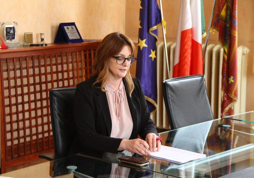 L'assessore Luisa Cattozzo durante la conferenza stampa