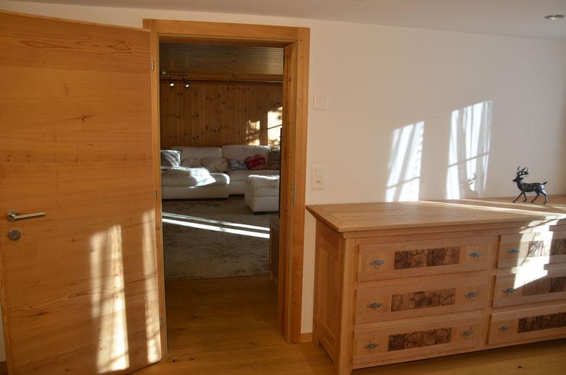 Schlafzimmer Chalet Fluehblüemli Grindelwald www.chaletfluehbluemli.ch