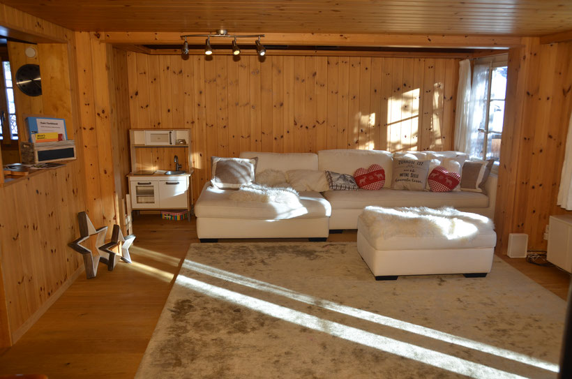 Wohnzimmer Chalet Fluehblüemli Grindelwald www.chaletfluehbluemli.ch