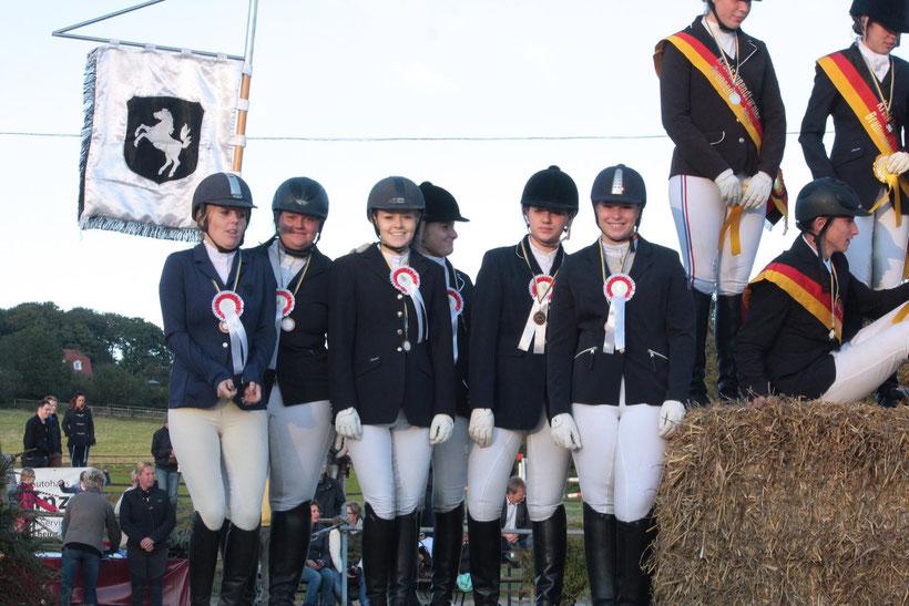 Platz. 3 an Brunnenhof 2 (Josephine Kock, Kira Kolodzeizyk, Theresa Kock, Kira Kumpmann, Jade Lindner und Franziska Erlhof)