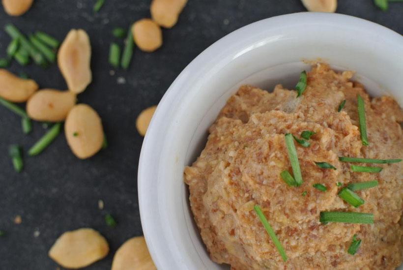 Vegetarischer Brotaufstrich mit Erdnüssen