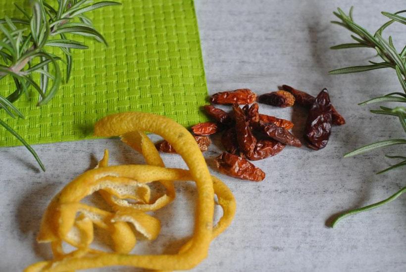 Kräutersalz: Rosmarin, Zitrone, Chili