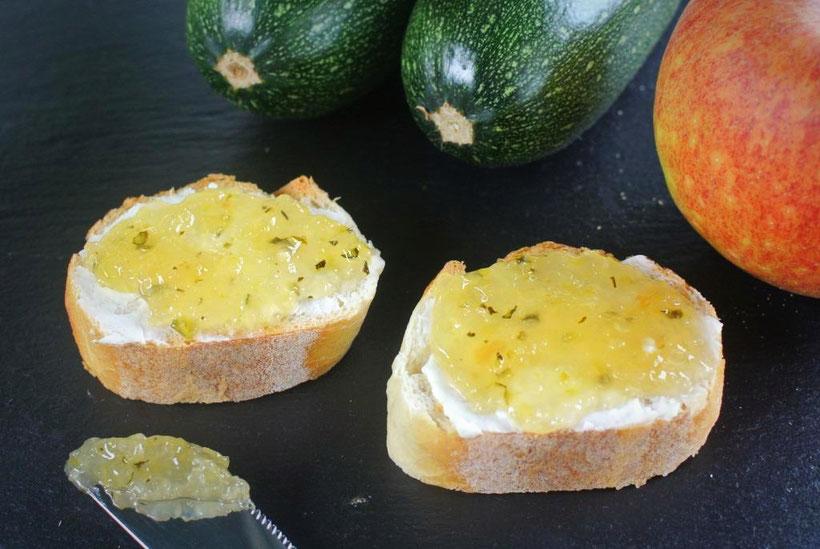 Aus Äpfeln und Zucchinis Konfitüre oder Marmelade kochen
