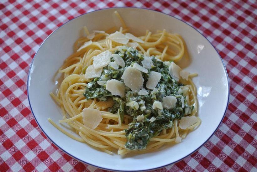 Schnelle Soße aus frischem Spinat und Creme Fraiche