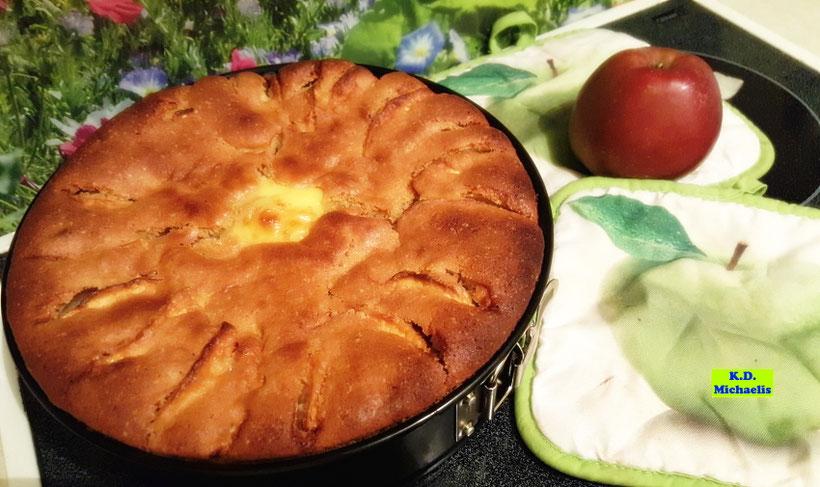 Selbstgemachter Apfelkuchen mit Vanillepudding nach einem Rezept aus Lieblings-Backrezepte ohne Gluten von K.D. Michaelis