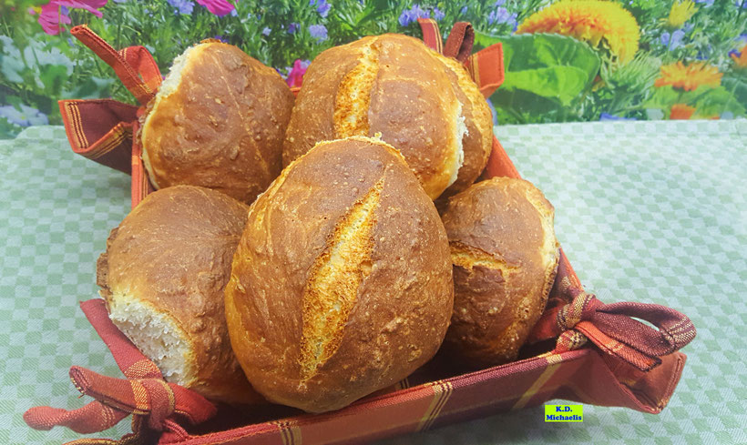 Backrezept für knusprige Dinkel-Buttermilchbrötchen mit oder ohne Körner aus Koch-/Backbuch: Dinkel-Dreams von K.D. Michaelis