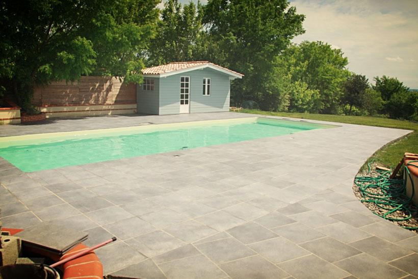terrasse de piscine imitation gré