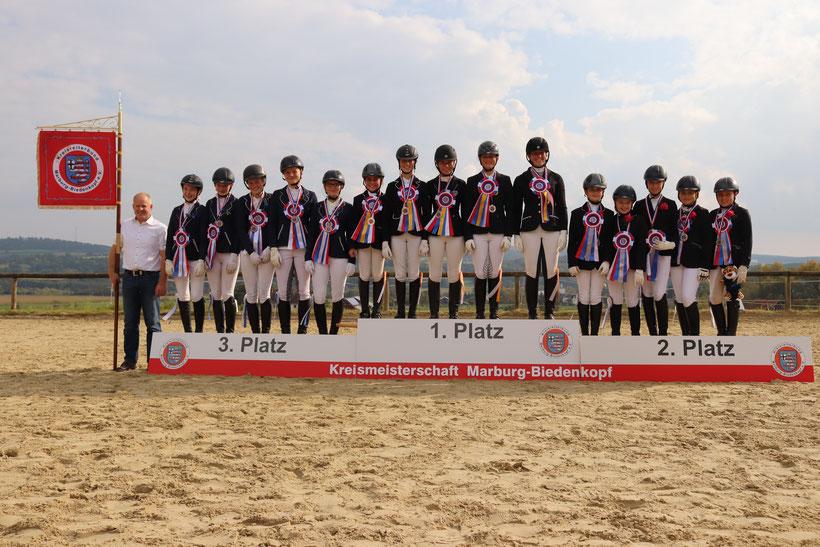 Auch die Dressur-Mannschaft des RSV Sterzhausen schaffte es auf das Treppchen und erreichte Platz 3. Hut ab!