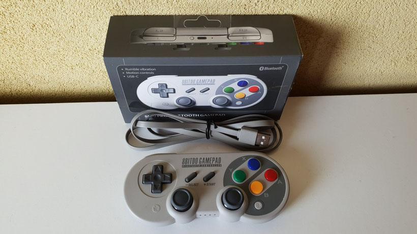 Packaging 8Bitdo SF30 Pro avec boite et cable USB Type-c