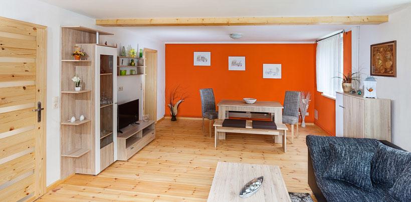 Wohnzimmer der Ferienwohnung Freiwald in Wiederau