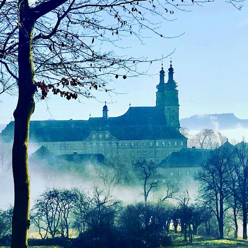 Kloster Banz etwas mystisch im morgendlichen Nebel