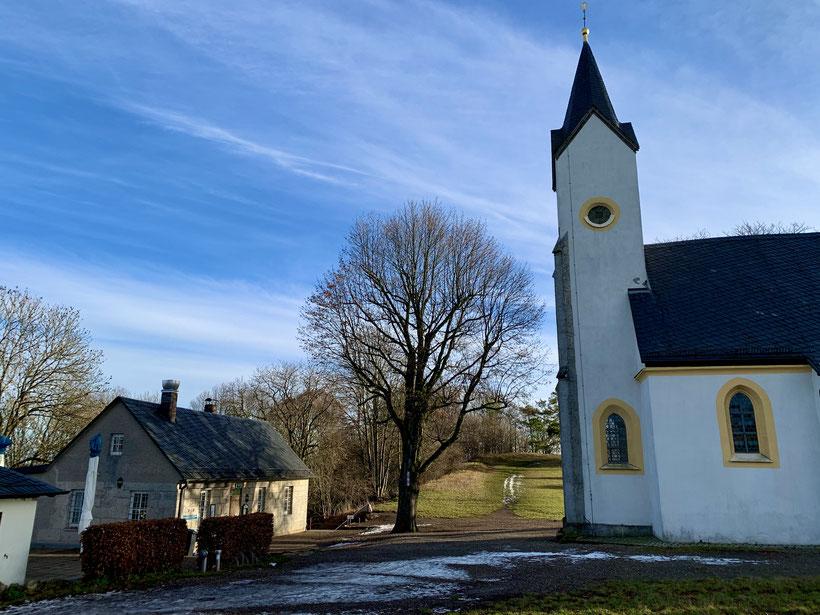 Heute befinden sich auf dem Staffelberg die Staffelbergklause mit Biergarten und die 1653 errichtete Adelgundiskapelle.