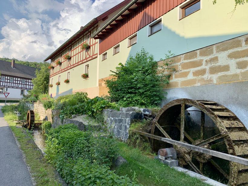Mühlräder in Schwabthal und herrliche Bauernhäuser