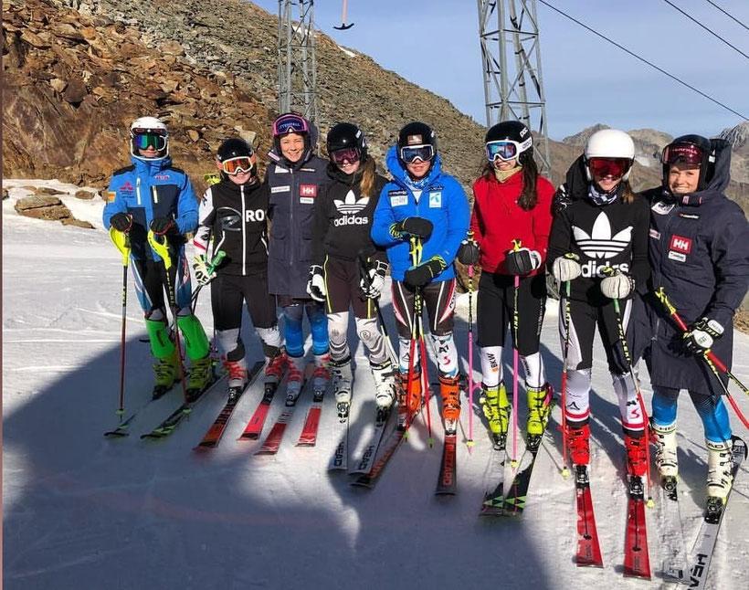 Trainingsgruppe von Marlene beim Gletschertraining in Sölden